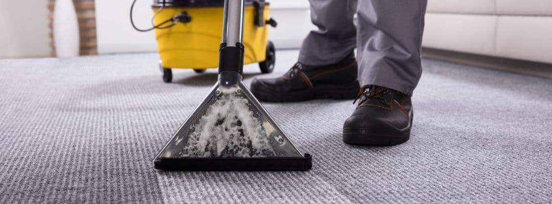 How and why professional cleaners effectively clean carpets